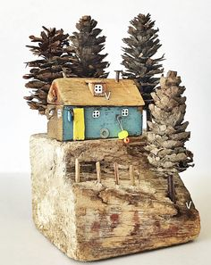Image may contain: food Beach Crafts, Home Crafts, Diy And Crafts, Driftwood Projects, Driftwood Art, Wooden House Decoration, Small Wooden House, Pottery Houses, House Ornaments