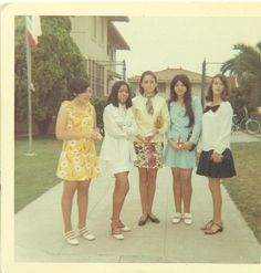 Vintage Lifestyle The Mod Squad Teen Girls Standing Outside School Vintage Photograph Color Photo - Total Size approx x This is an original, authentic unaltered vintage black Seventies Fashion, 70s Fashion, Vintage Fashion, Fashion Ideas, Vintage Photographs, Vintage Photos, Vintage Ideas, Girls Slip, Girl Standing