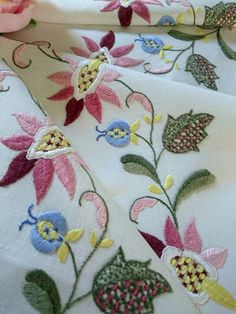 Stunning Vintage Tablecloth Hand Embroidered Flowers And Lace Edge Unused Linens & Textiles (pre-1930) Antiques