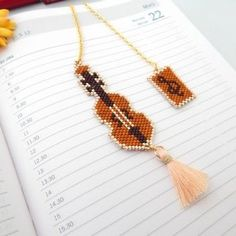 Seed Bead Jewelry, Seed Beads, Beaded Jewelry, Brick Stitch Earrings, Bijoux Diy, Beading Patterns, Tassel Necklace, Creations, Lily