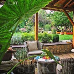 Kerti tarasz, pálma Outdoor Rooms, Outdoor Decor, Backyard Playground, Garden Furniture, Land Scape, Beautiful Gardens, Pergola, New Homes, Outdoor Structures