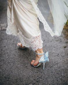 💍 Rg #WifeyOfTheWeek @anita_nagle's stunning shot of our Bridal 'Chiara' sandals 💙💫 #SophiaWebster #SophiaWebsterBridal #WifeyForLifey