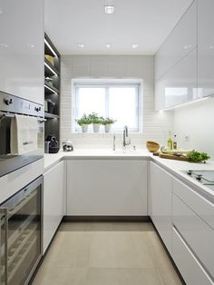 10 Designs Perfect for Your Small Kitchen - Design della cucina Kitchen Decor, Small Kitchen Decor, Home Kitchens, Kitchen Design Small, Diy Kitchen Countertops, Kitchen Remodeling Contractors, Diy Kitchen Remodel, Galley Kitchen Renovation, Kitchen Remodel