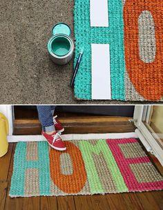 O capacho é um item importante para conservar a casa limpa no entra e sai das pessoas, mas também pode ser uma peça decorativa. Nós já ensinamos aqui a fazer um capacho divertido no formato de melancia. Se você é daqueles que prefere colocar a mão...