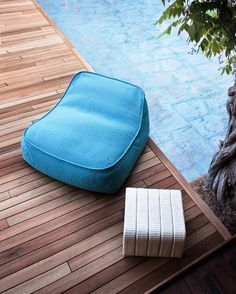 Look at the image gallery of the Paola Lenti design brand. Outdoor Beds, Outdoor Pouf, Outdoor Lounge, Outdoor Spaces, Outdoor Living, Modern Rustic Furniture, Cool Furniture, Rustic Modern, Garden Furniture