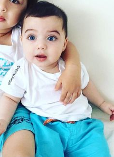 Pretty Kids, Cute Kids, Cute Babies, Arugam Bay, Boy Or Girl, Baby Boy, Baby Eyes, Little Boy Blue, How To Have Twins