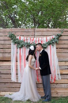35 ECO CHIC WAYS TO USE WOOD PALETTES IN YOUR WEDDING  wooden palette backdrop