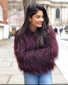 Let us enjoy & having a great time watching the exclusive and latest pictures of Krishna Mukherjee that are too hot to handle. Stylish Girls Photos, Stylish Girl Pic, Girl Photo Poses, Girl Photos, Cool Outfits, Fashion Outfits, Fashion Tips, Fashion Hacks, How To Look Skinnier