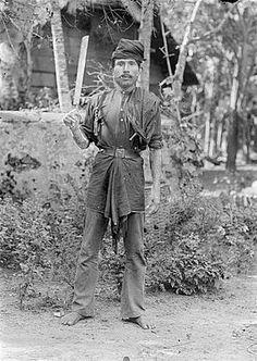 Aceh Native tribesmen guns swords, 1912