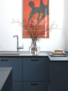 Soft blue linoleum kitchen fra &SHUFL. Kitchen Doors, Ikea Kitchen, Kitchen Redo, Kitchen Remodel, Kitchen Design, Plywood Kitchen, Minimal Kitchen, Laundry Room Design, Kitchen Collection
