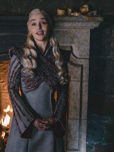 Games Of Thrones Dress Emilia Clarke 20 Super Ideas Game Of Thrones Dress, Game Of Thrones Facts, Game Of Thrones Quotes, Game Of Thrones Funny, Emilia Clarke Daenerys Targaryen, Game Of Throne Daenerys, Daenerys Targaryen Dress, Daenerys And Jon, Narnia