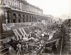 District Line construction outside Somerset House, 1869.Victorian Photos Of The London Underground Being Built