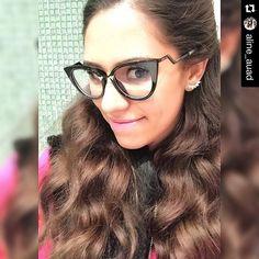 Aline Auad não perde nenhum lançamento e está sempre na moda! #linda #oticaswanny #clientewanny #wannyonline #oficial