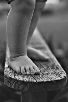 Nothing sweeter than baby feet. Cute Babies Photography, Children Photography, Newborn Photography, Family Photography, Photography Ideas, Precious Children, Beautiful Children, Baby Pictures, Baby Photos