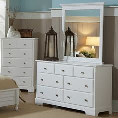 Freeport 7 Drawer Dresser - Soft White - Casual elegance isn't an oxymoron - it's the Freeport 7 Drawer Dresser - Soft White, a clean-lined, cottage-inspired piece in a breezy, soft white fin...