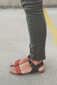 @arrowsapricots shows us how to color block neutrals, one sandal at a time. http://arrowsandapricots.blogspot.com/2014/08/neutrals.html