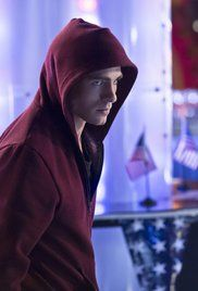 Arrow Saison 2 Episode 20. The mirakuru sends Roy into a rage rampage across the city. Sara thinks that the only way to stop him is to kill him but Oliver thinks he can still save him. Meanwhile, Slade is continuing his plan to make Oliver pay.