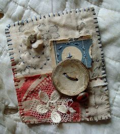 can use paper embellies if object is removable from purse. or combine fabric/paper on cards, tags. Art Textile, Textile Jewelry, Fabric Jewelry, Jewellery, Fabric Scraps, Textiles, Hand Embroidery, Embroidery Designs, Patches