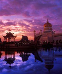 Sunset at the Omar Ali Saifuddin Mosque, Bandar Seri Begawan, Brunei Darussalam
