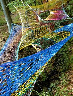 Must be able to make one for ourselves, that are strog enough to hop and lay in. Edith Meusnier, France made these
