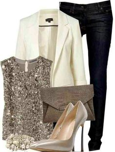 HOLIDAY OUTFIT IDEAS - The Holiday Season is here! Christmas Parties and New Years will be here before we know it! These Top 10 Holiday Outfit Ideas are comfortable, adorable, festive, and super cute. Winter fashion has never looked this fabulous before Estilo Fashion, Look Fashion, Winter Fashion, Holiday Fashion, Party Fashion, Fashion Night, Women's Classy Fashion Styles, Vegas Fashion, Weekend Fashion