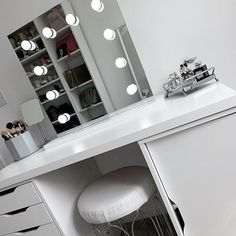 Apr 2020 - Such a simple yet stylish dressing room from featuring our Rihanna Hollywood Mirror. 🤩 Makeup Mirror with Lights Dressing Table Modern, Dressing Table Organisation, Dressing Table Decor, White Dressing Tables, Dressing Room Design, Hollywood Mirror Ikea, Hollywood Mirror With Lights, Lights Around Mirror, Makeup Mirror With Lights
