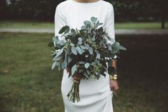 More and more brides are now putting a twist on the bouquet toss on their wedding day. If you want the perfect bridal bouquet design should consider letting your personality and style come out, not only with the color. Eucalyptus Bouquet, Eucalyptus Wedding, Seeded Eucalyptus, Bouquet Bride, Wedding Bouquets, Simple Bridesmaid Bouquets, Orchid Bouquet, Bouquet Flowers, Diy Bouquet