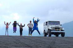 Foto kiriman Intan Nurmala Sari   Melompat di Bromo #FotoKeluargaEMCO