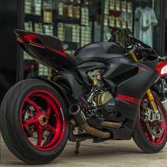 """""""Dark Stealth By: Moto Addict Pro Street Shop, Thailand #ducatistagram #ducati #1199s #panigale #dark #stealth"""""""