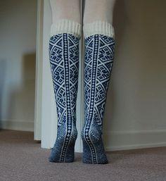 Damestrømpe / Women's Stockings pattern by Rauma Designs Knitted Slippers, Wool Socks, Knit Mittens, Knitted Gloves, Knitting Socks, Hand Knitting, Knitting Patterns, Lady Stockings, Stocking Pattern