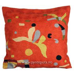 """Pyntepute """"Elementer Orange"""". Putetrekket er brodert i ull og mange lekre farger, blant annet en dyp oransje bakgrunnsfarge med elementer i beige, dempet gul, lys blågrå, brun, grønn og svart. Fra nettbutikken www.pynteputa.no. #pyntepute #pynteputer #sofaputer #kandinsky #farger"""