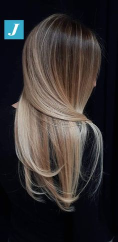 Honey balayage is a golden mean between highlights in blonde and brown. That's why it looks great on almost any base hair color. Brown Blonde Hair, Brunette Hair, Balayage Highlights, Balayage Hair, Haircolor, Hair Affair, Cool Hair Color, Hair Dos, Pretty Hairstyles