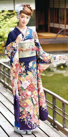 Traditional Japanese Kimono, Traditional Fashion, Traditional Dresses, Furisode Kimono, Mode Kimono, Kimono Japan, Japanese Costume, Kimono Design, Japanese Outfits