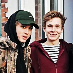Find images and videos about love, skam and even on We Heart It - the app to get lost in what you love. Lgbt, Henrik Holm Skam, Series Movies, Tv Series, Skam Cast, Noora And William, Isak Valtersen, Diabetes Quotes, Isak & Even