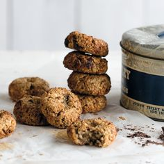 Recept quinoakoekjes Low Sugar Recipes, Raw Food Recipes, Sweet Recipes, Snack Recipes, Healthy Recipes, Healthy Candy, Healthy Cookies, Quinoa Cookies, Easy Snacks