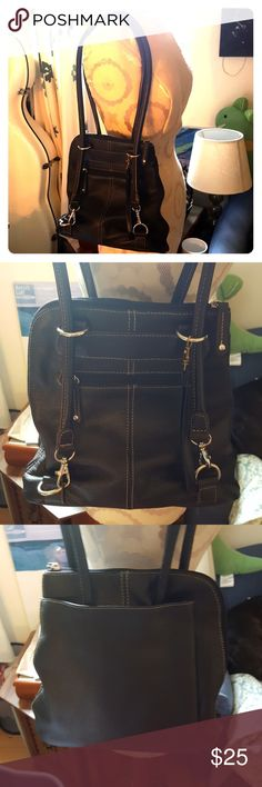 Clarks black leather shoulder bag 100% genuine leather body, medium sized black shoulder bag with silky purple chain patterned  interior. In very good shape! Make an offer! Clarks Bags Shoulder Bags