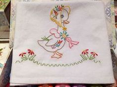 of Stitching!: Miss Sunbonnet Duck -Bits of Stitching!: Miss Sunbonnet Duck - Bits of Stitching!: Miss Sunbonnet Duck Assestamento del bambino regalo neonato ricamati Hand Embroidery Videos, Hand Embroidery Flowers, Baby Embroidery, Hand Embroidery Designs, Vintage Embroidery, Embroidery Stitches, Machine Embroidery, Christmas Embroidery Patterns, Brazilian Embroidery