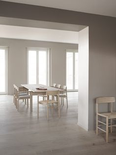 Fredericia – Post Chair and Post Table by Cecilie Manz Danish Furniture, Scandinavian Furniture, Furniture Design, Wooden Panel Design, Dining Chairs, Dining Table, Modern Masters, Affordable Furniture, Modern Design