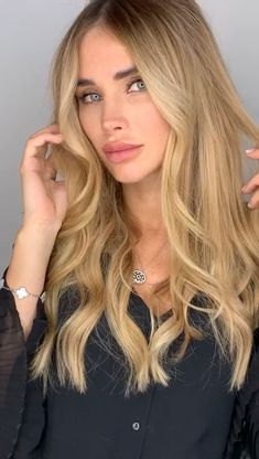Shop our online store for Brown hair wigs for women.Brown Wig Lace Frontal Hair Brazilian Brown Lace Front Wig From Our Wigs Shops,Buy The Wig Now With Big Discount. Burgundy Blonde Hair, Blonde Hair With Highlights, Blonde Wig, Brunette Hair, Brunette Color, Ash Blonde, Brown Hair, Medium Hair Styles, Long Hair Styles