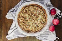 Kaikkien kehuma omenapiirakka Camembert Cheese, Deserts, Pie, Baking, Sweet, Food, Cupcakes, Outdoor, Torte