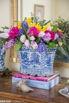 Spring Flowers: 7 Simple Tips for Styling a Seasonal Vignette - ~ Blue and White ~ - Blue And White China, Blue China, Beautiful Dream, Beautiful Flowers, Beautiful Things, Exotic Flowers, White Springs, Chinoiserie Chic, White Home Decor