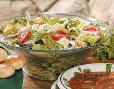 Looking for something more adventurous than your usual layered salad? Try this tasty salad with cauliflower and crunchy kosher dill pickle halves. Olive Garden Salad, Olive Garden Recipes, Vegetable Salad Recipes, Appetizer Salads, Kraft Recipes, Salad Dressing Recipes, Copycat Recipes, Keto Recipes, Family Meals