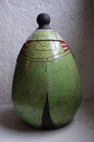 boite céramique femme salopette verte