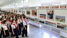 《우리 민족끼리》 - 조선소년단창립 70돐기념 사진전람회 개막