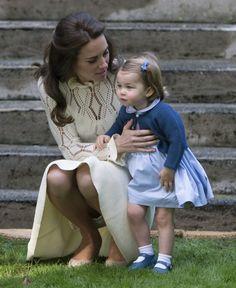 http://www.sueddeutsche.de/panorama/britische-royals-gebt-ihnen-zucker-1.3185884-2