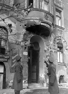 1950-es évek. Thököly út 46. Old Pictures, Old Photos, Budapest, Vintage Photography, Historical Photos, Hungary, Retro, City, Artwork