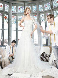 YolanCris | Vestidos de novia de alta costura y hechos a mano por YolanCris. Couture Couture Novias 2013