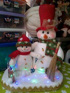 Stephy García Ferrer's media content and analytics Felt Christmas Stockings, Felt Christmas Ornaments, Christmas Themes, Christmas Holidays, Christmas Crafts, Christmas Decorations, Christmas Wreaths, Holiday Decor, 242