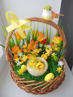 Easter Flower Arrangements, Easter Flowers, Easter Table Decorations, Basket Decoration, Easter Centerpiece, Easter Decor, Easter Activities, Easter Crafts For Kids, Easter Ideas