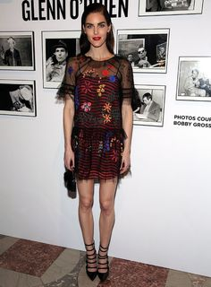 Hilary Rhoda en Fendi à la soirée Free Arts NYC Art Auction Benefit à New York